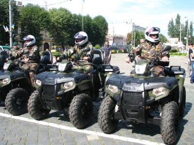 Поліція у центрі Чернівців представить виставку військової техніки