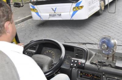 """""""Навіть вентилятори купуємо за свої гроші"""": водії маршруток у Чернівцях незадоволені умовами праці"""