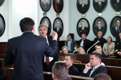 Питання про мораторій на підвищення цін на комуналку Чернівецька міськрада перенесла на п'ятницю