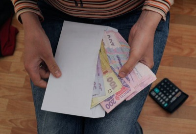 """Податківці Чернівецької області закликають буковинців повідомляти про зарплати """"в конвертах"""""""