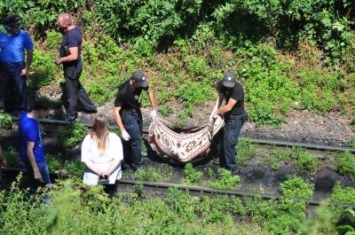 Труп під мостом на Руській: з'явилися світлини з місця трагедії у Чернівцях (ФОТО)