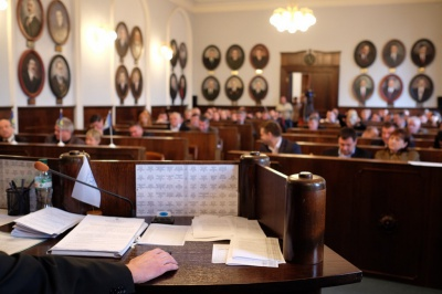Чернівецька міськрада дві години не може розпочати розгляд питань сесії