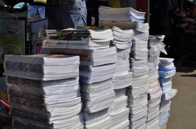 На рынках Черновцов перед первым сентября подорожали тетради (ФОТО)