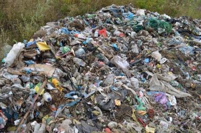 Поліція взялася розслідувати інцидент із сміттям на Буковині