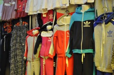 У Чернівцях на Калинці побільшало одягу від українських виробників (ФОТО)