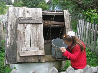 На Буковині міліють криниці, люди возять воду за багато кілометрів