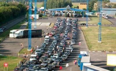 На кордоні з Польщею знову утворилися черги з авто