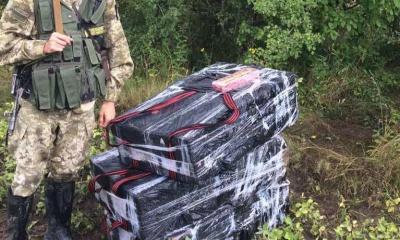 На кордоні на Буковині затримали групу контрабандистів, яку очолювала дівчина