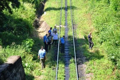 Поліція просить допомогти встановити особу жінки, яка загинула під потягом у Чернівцях