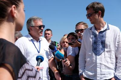 """""""Не МАУ єдиним"""": міністр обіцяє підтримувати ентузіазм директора аеропорту """"Чернівці"""""""
