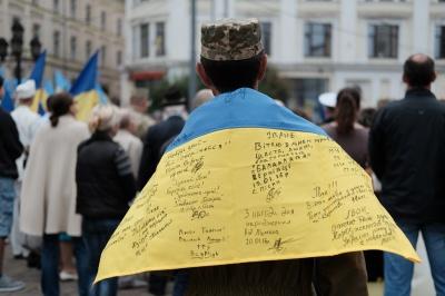 На Центральній площі Чернівців підняли Державний Прапор (ФОТО)
