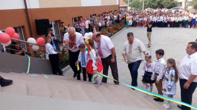 На Буковині відкрили нову школу (ФОТО)