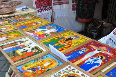 На Театральній площі Чернівців - виставка-ярмарок буковинських майстрів (ФОТО)