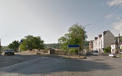 Через аварійну ситуацію в Чернівцях тимчасово перекрили вулицю Севастопольську