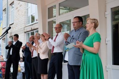 Яценюк і міністр освіти відкрили навчальний комплекс у Чернівцях (ФОТО)
