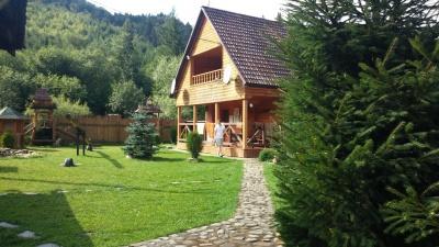 У Карпатах - бум туристів: відпочивальники поділилися враженнями від гірських курортів (ФОТО)