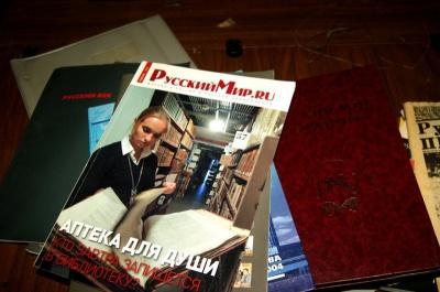У Чернівцях СБУ взялося перевіряти, звідки у гімназії з'явилась проросійська література (ВІДЕО)