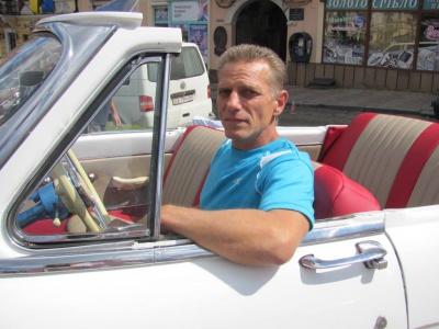 Чернівчанин відновив унікальний ретро-автомобіль (ФОТО)