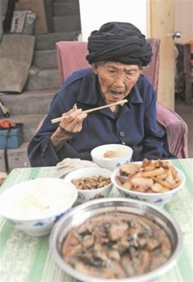 У Китаї померла найстарша жінка на планеті