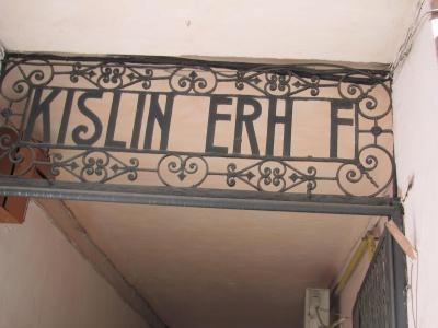 Чернівецький художник відкрив ім'я фабриканта, з цегли якого збудували центр міста (ФОТО)