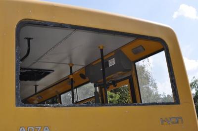 Волонтери з Чернівців ремонтують понищені в АТО машини (ФОТО)