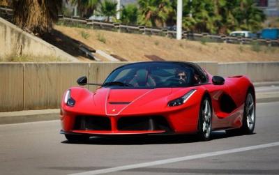 Ferrari показала новий потужний спорткар LaFerrari Aperta