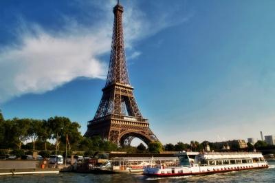 ЗМІ: У Франції терористки планували теракт біля Ейфелевої вежі