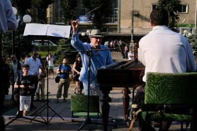 Під час Meridian Czernowitz у центрі Чернівців грала єврейська музика (ФОТО)