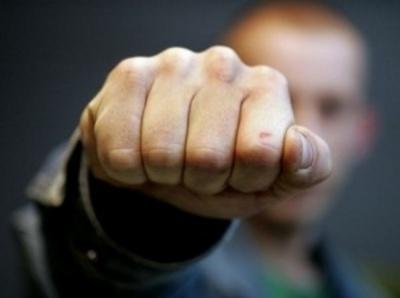 """""""Однією рукою тримав кермо, іншою - бив"""": постраждалий розповів деталі бійки в Чернівцях"""