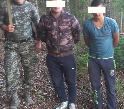 Прикордонники затримали двох буковинців з 6 ящиками контрабандних цигарок