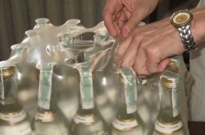 У будинках двох буковинців виявили 300 літрів алкогольного фальсифікату