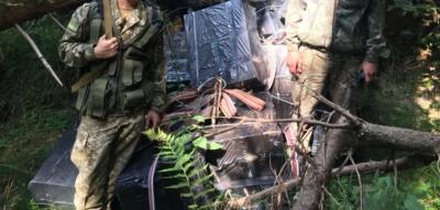Прикордонники на Буковині затримали 27 ящиків цигарок (ФОТО)
