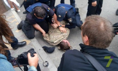 """В Одесі біля російського консульства затримали автивістів """"Правого сектору"""""""