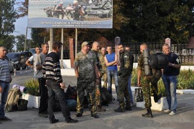 Деякі резервісти на Буковині, які повернулися з військових зборів, уклали контракти