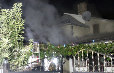 Дим стовпом: у Сторожинці горіло горище господарської будівлі (ФОТО)