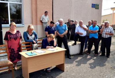 Буковинське село заступилося за голову, засудженого за рекордний хабар (ФОТО)