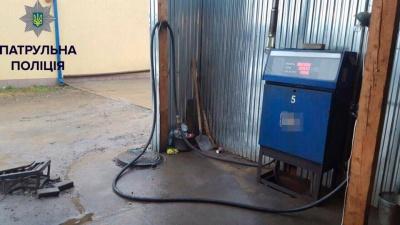 На Буковині поліція знайшла підпільну бензоколонку