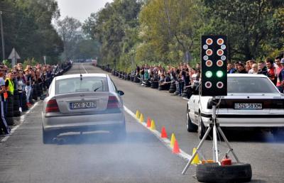 На Буковині ВАЗи нарівні з БМВ і Мерседесами змагалися у драг-рейсингу (ФОТО)