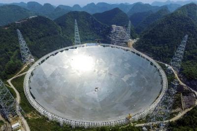 Китай ввів в експлуатацію найбільший у світі радіотелескоп FAST