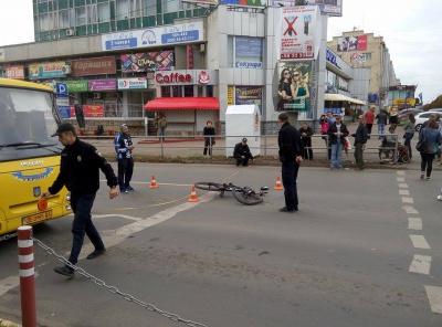 У Чернівцях водій збив велосипедиста на пішохідному переході та втік (Фото)