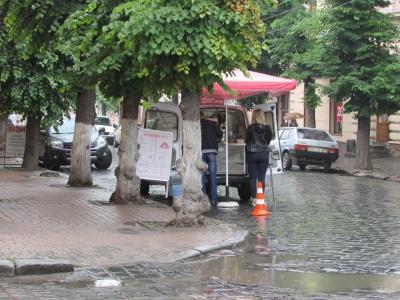 Кавомобілям у Чернівцях дозволили торгувати ще у трьох місцях