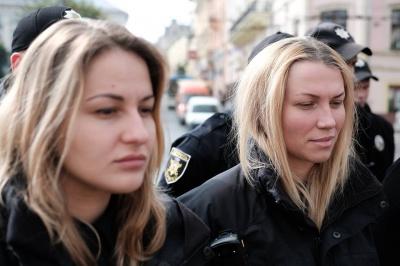 """""""Ми завжди їх пам'ятатимемо"""": у Чернівцях полісмени вшанували пам'ять загиблих колег (ФОТО)"""