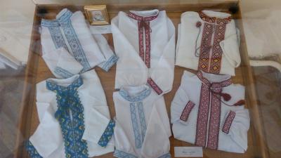 """""""Не продаємо, а просто даруємо"""": буковинські майстрині продовжують українські традиції цілою родиною (ФОТО)"""