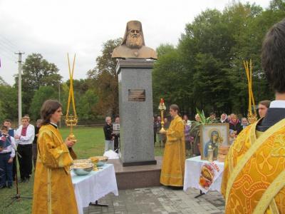 Першому митрополиту Буковини відкрили пам'ятник у його рідному селі (ФОТО)