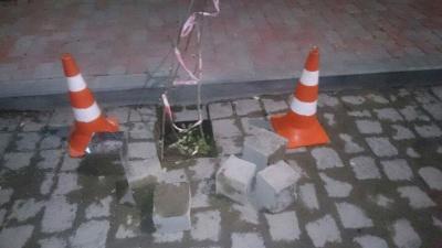 На вулиці Хмельницького у Чернівцях провалилася бруківка
