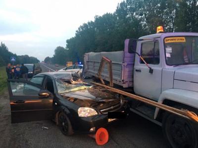 На Львівщині водій на смерть збив працівника автодору і загинув сам
