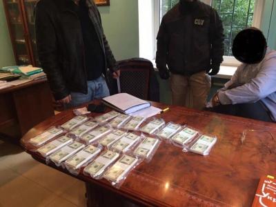 У ГПУ спіймали прокурора на хабарі 200 тисяч доларів