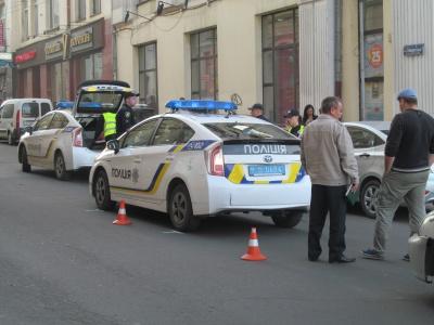 У центрі Чернівців аварія за участю таксі:рух ускладнено(ФОТО)