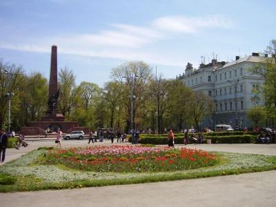 У Чернівцях на День міста довкола Соборної площі перекриють рух транспорту