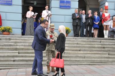 Офіційне відкриття Дня міста: «Марічку» зіграли поліцейська та медик (ФОТО)